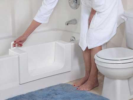 Καθαρή, στεγανή, κλειστή πόρτα, μπανιέρα