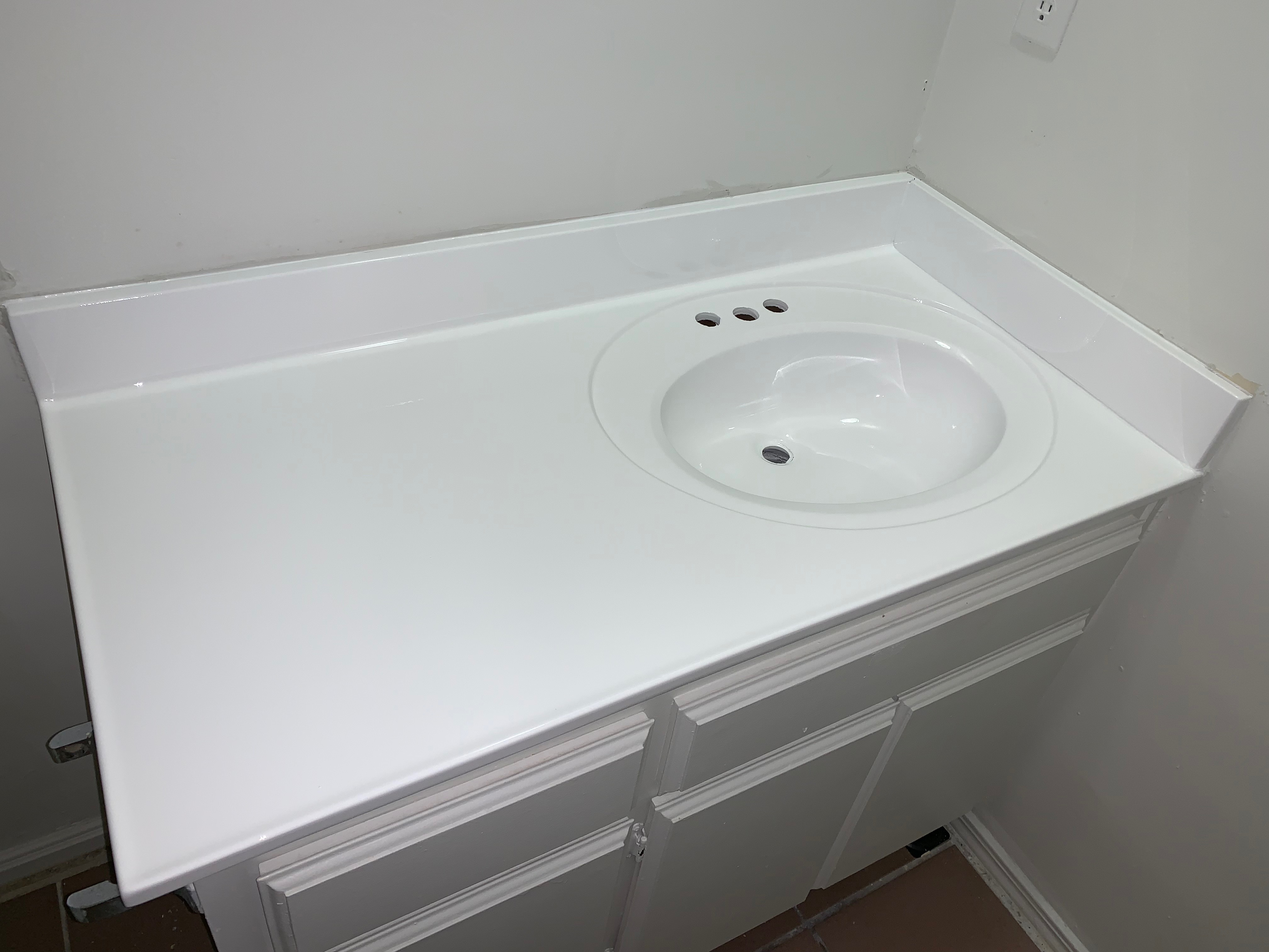Countertop And Sink Refinishing After - NuFinishPro