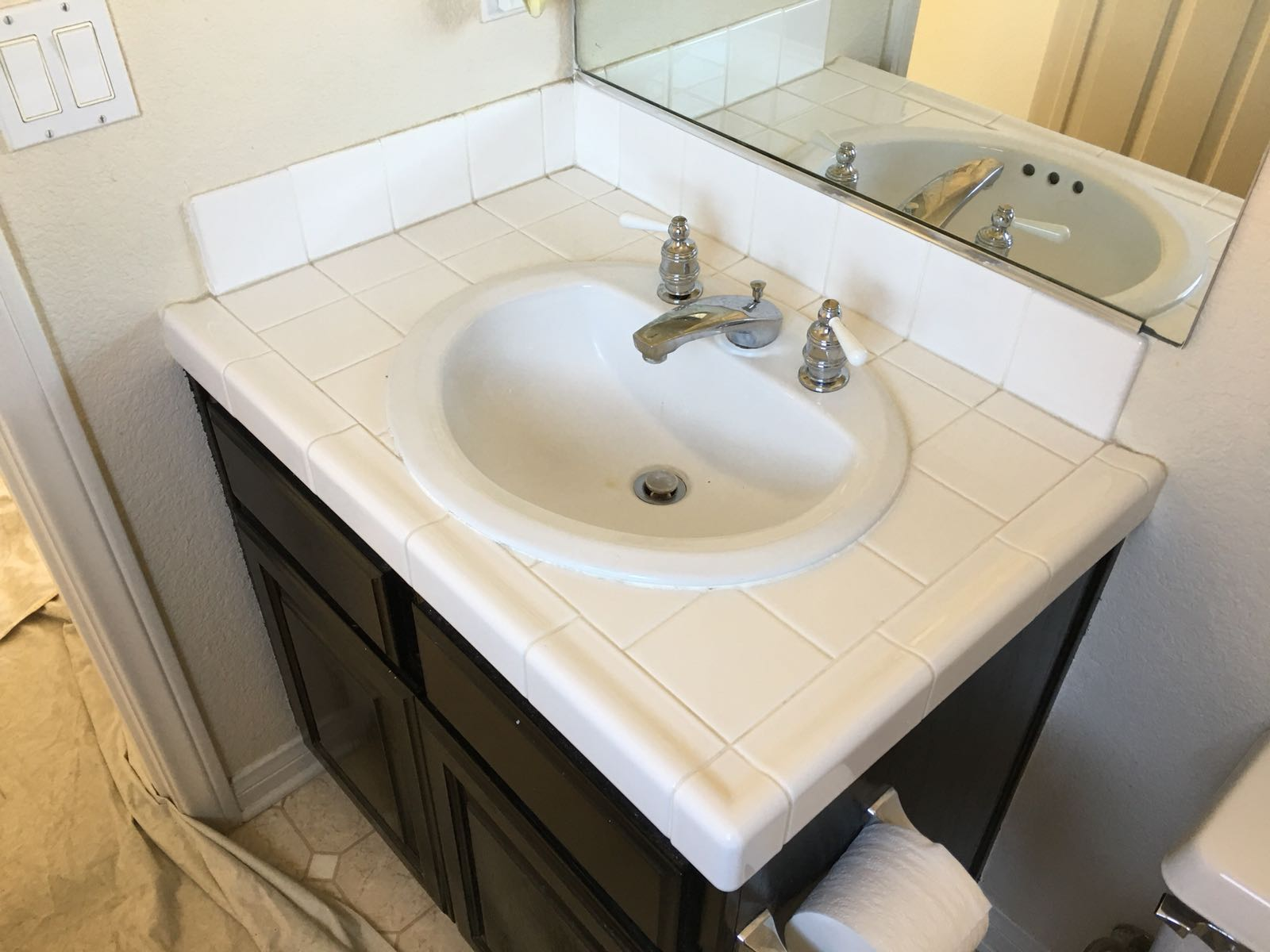 Bathroom Tile Resurfacing Before - NuFinishPro