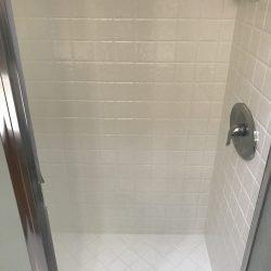Het overspuiten van douchetegels daarna - NuFinishPro
